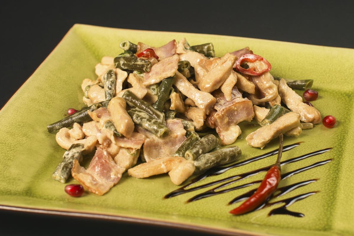 Смотреть Теплый салат с картофелем и беконом видео